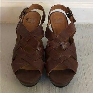 Gianni Bini Size 8.5 Brown Leather Wedges